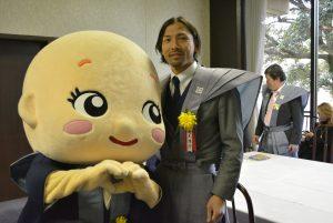 サッカー元日本代表の鈴木隆行選手だよ! とっても背が高くて、ぼくもドキドキしちゃったよ