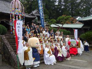 平和祈願天童法要参加者記念撮影